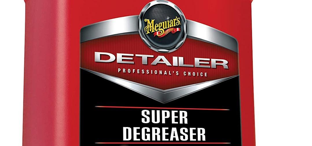 Le Meguiar's Super Degreaser (aussi appelé SD) est un produit super concentré et très efficace pour dégraisser tous les supports : flanc des pneus, joints en caotchou, passages de roues, baie moteur