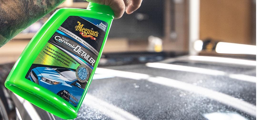 Vous pouvez utiliser le Quick Detailer Hybrid Ceramic Detailer de Meguiar's après chaque lavage à la main, en aide au séchage ou en quick detailer pour booster votre protection céramique