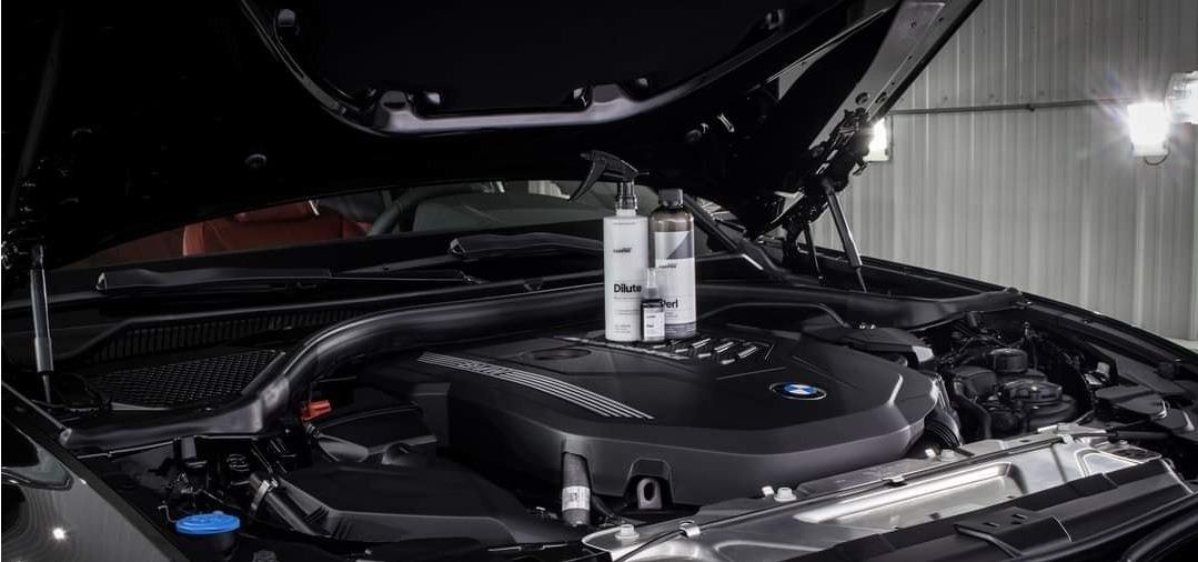 CarPro PERL Dressing Plastique parfait pour les garnitures plastiques et les joints du moteur